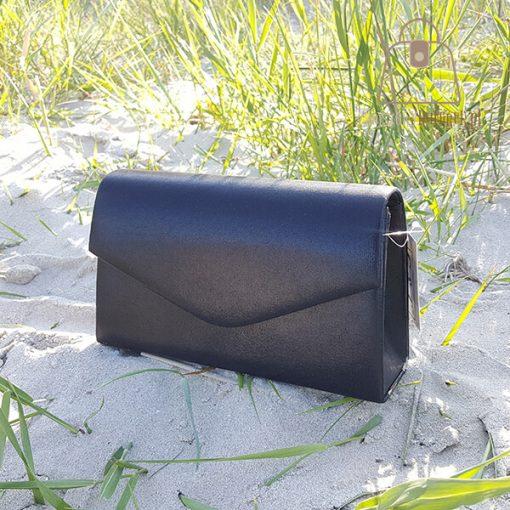 czarna torebka wizytowa bok