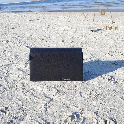 czarna torebka wizytowa tył