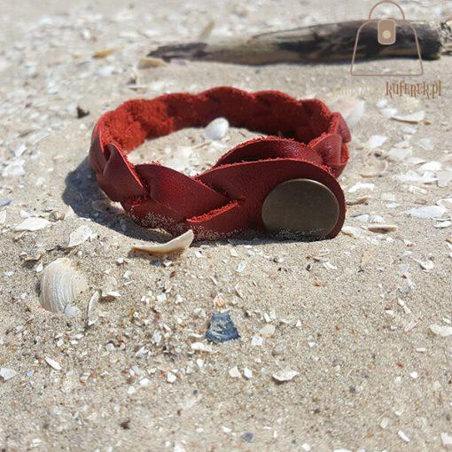 czerwona bransoletka skorzana