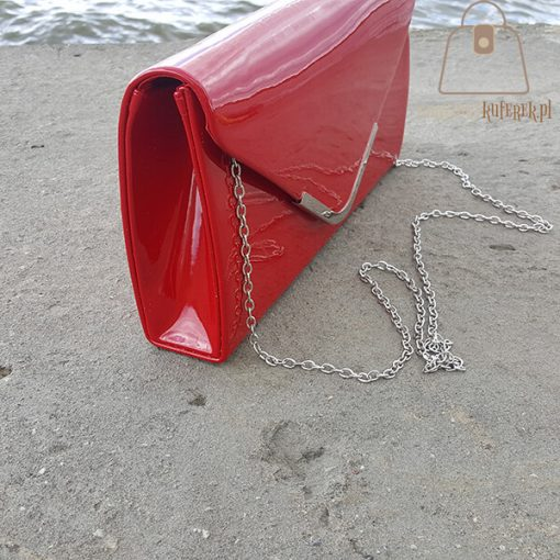Czerwona kopertowka bok