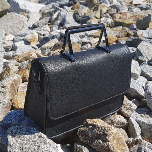 Sztywny kuferek czarny detal