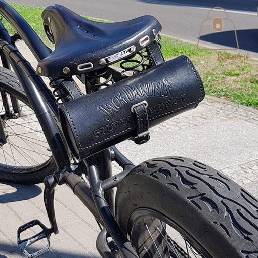 Skórzana sakwa rowerowa rower bok