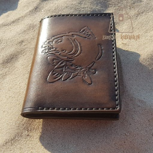 Skórzany portfel tłoczenie ryba bok