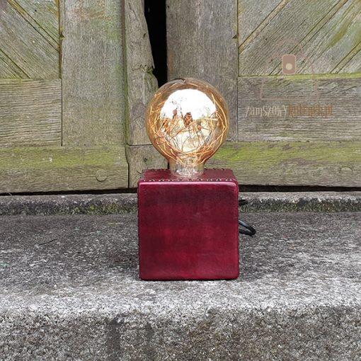 Skórzana lampka szyta ręcznie bok