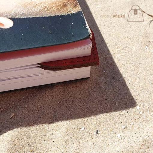 Skórzana zakładka do książki serce detal