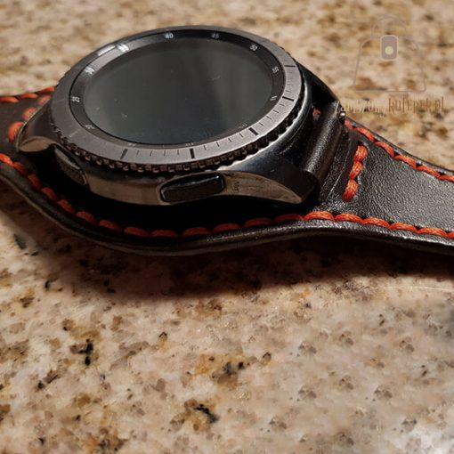 Skórzany pasek do smartwatch pomarańczowa nić bok