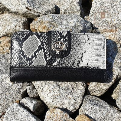 Pojemny portfel z tłoczeniem