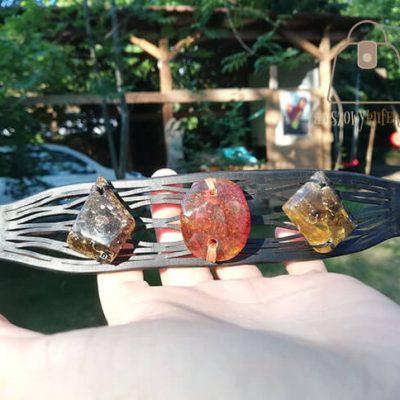 Skórzana bransoletka z kolorowymi bursztynami