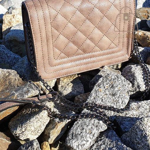 pikowana torebka z łańcuszkiem pikowanie
