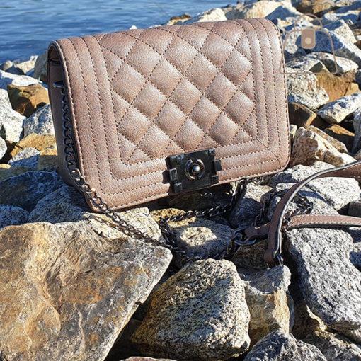 pikowana torebka z łańcuszkiem skos