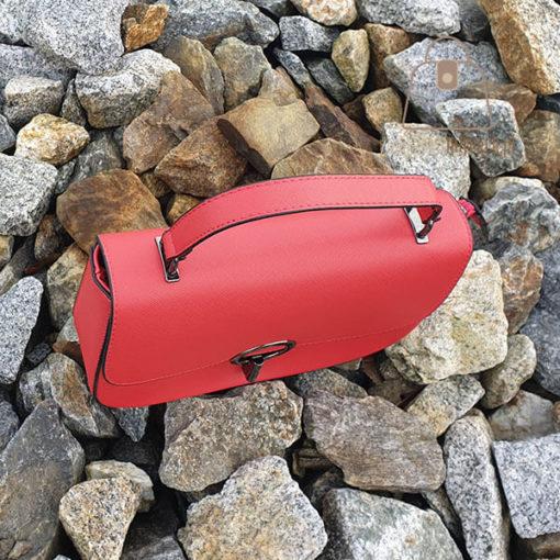 czerwona listonoszka torebka góra