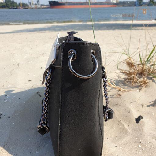 Mała torebka czarna detal