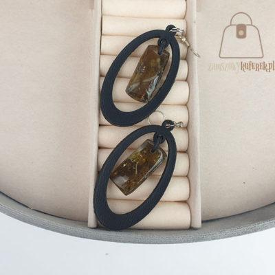 Skórzane kolczyki z bursztynem łezka czarna