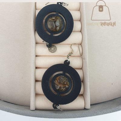 Skórzane kolczyki z bursztynem kółka