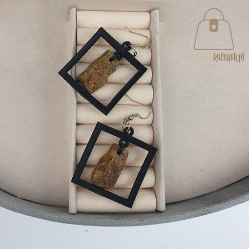 Skórzane kolczyki z bursztynem kwadrat