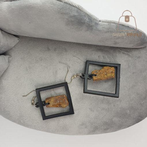 Skórzane kolczyki z bursztynem kwadrat kanapa
