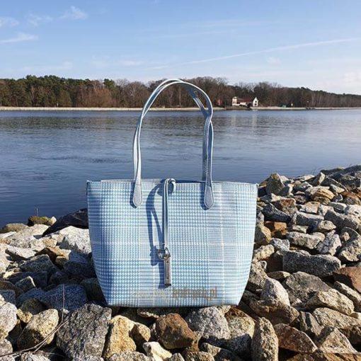 Błękitna torebka David Jones