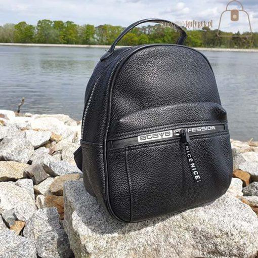 Czarny plecak detal
