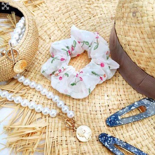 Tiulowa gumka do włosów scrunchie wisienki kapelusz