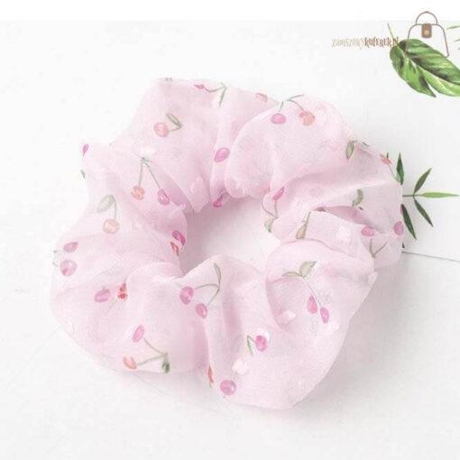 Tiulowa gumka do włosów scrunchie wisienki różowa