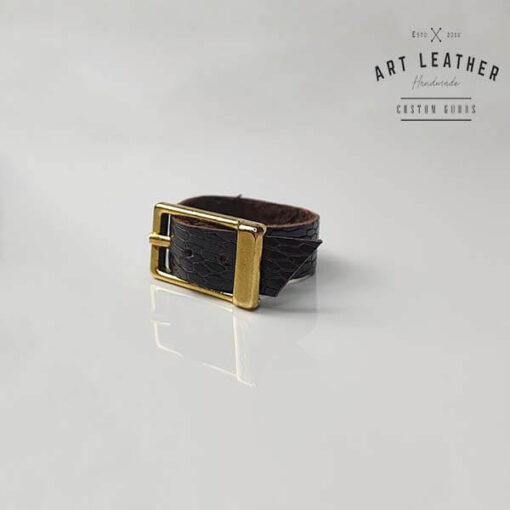 Struś2 skórzany pierścionek złota klamra skos
