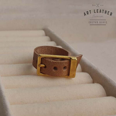 Brązowy skórzany pierścionek złota klamra
