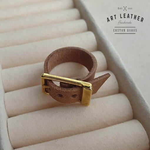 Brązowy skórzany pierścionek złota klamra skos