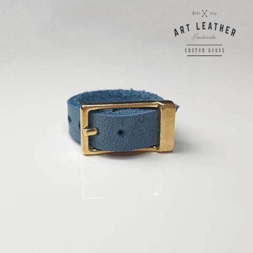 Niebieski skórzany pierścionek złota klamra
