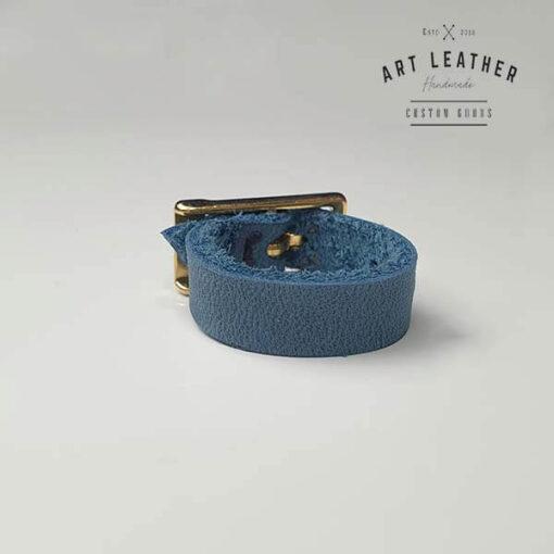 Niebieski skórzany pierścionek złota klamra tył