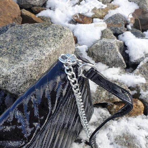 Pikowana listonoszka skórzana czarna łańcuszek
