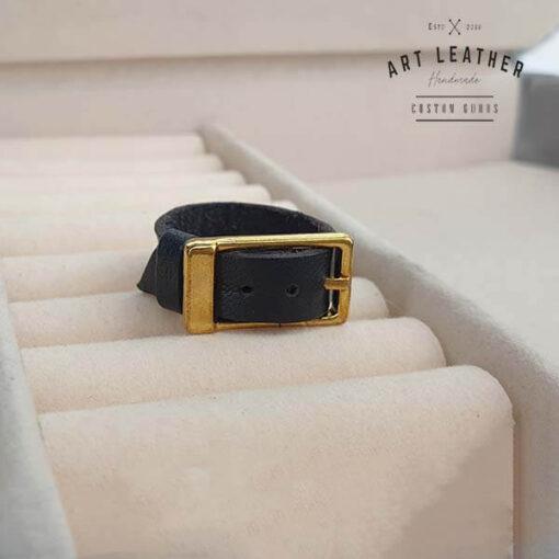Skórzany pierścionek złota klamra