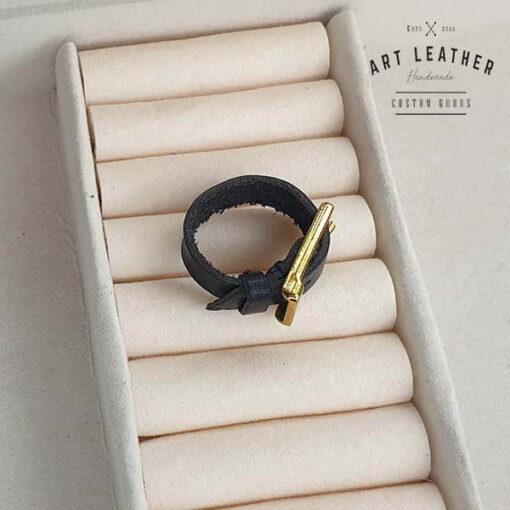 Skórzany pierścionek złota klamra dwa