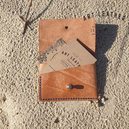 Skórzane etui na karty płatnicze dziura