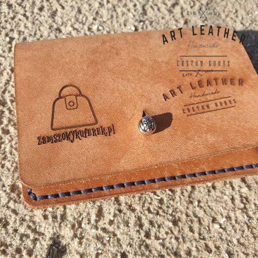 Skórzane etui na karty płatnicze knopik