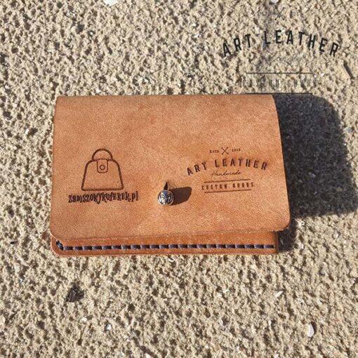 Skórzane etui na karty płatnicze logo